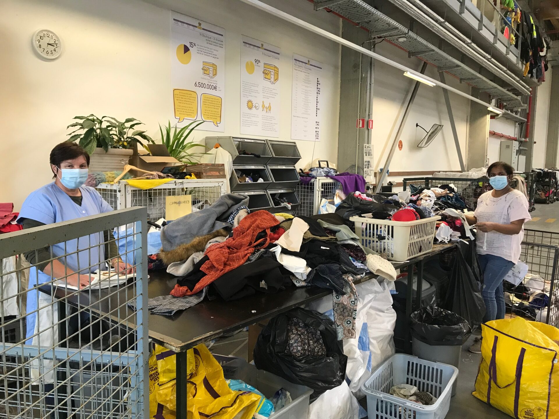 Hervatting van de activiteit in het sorteercentrum van Spullenhulp