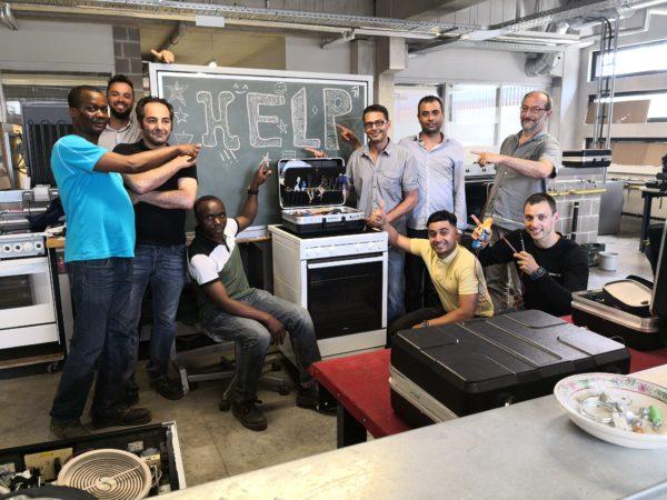 Nos stagiaires en électromécanique cherchent des machines à réparer.