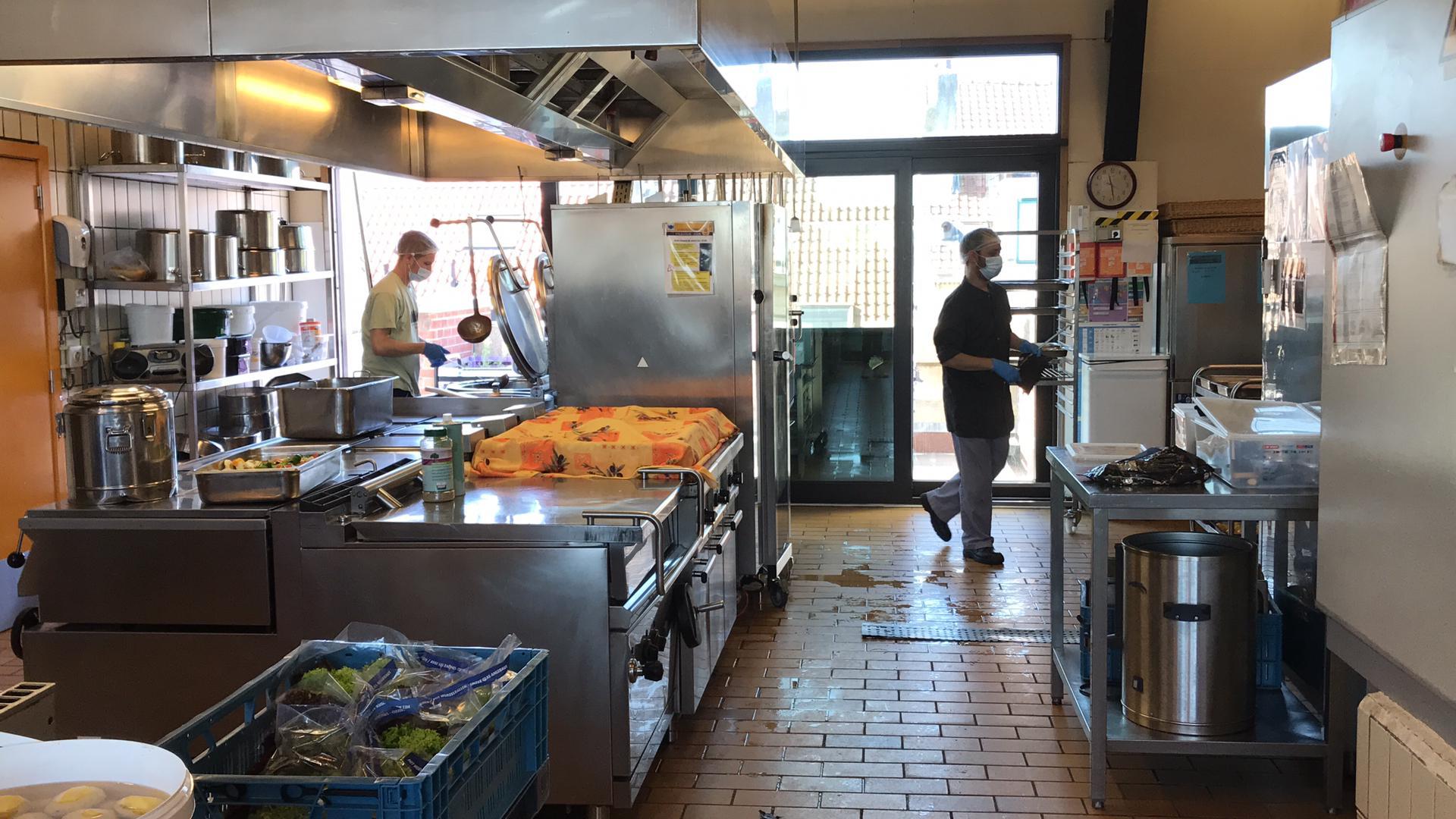 Préparation de 120 repas chauds supplémentaires par jour pour nos partenaires